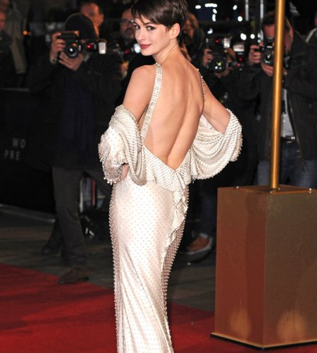 Anne-Hathaway-Les-Miserables-premiere-Givenchy-JPG_092509